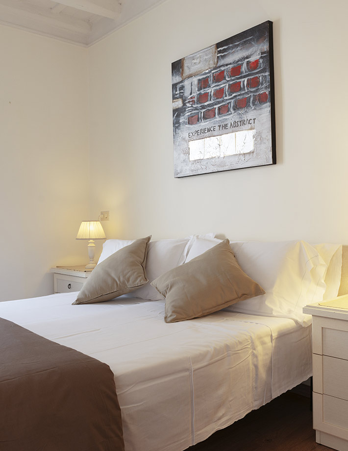Why choose one of our rooms in the Roman centre?